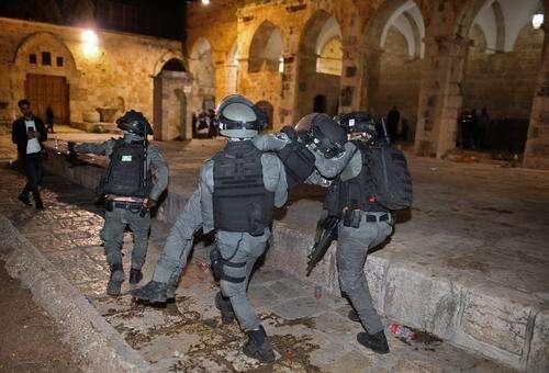 巴以在东耶路撒冷发生冲突致上百人受伤
