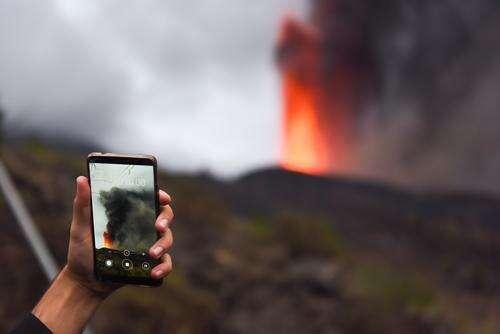 直击西班牙拉帕尔马岛火山喷发