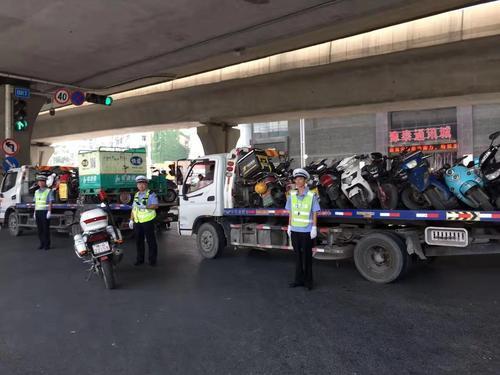 火车站、陇海路交通整治不停歇,67辆违停占道车被拖移