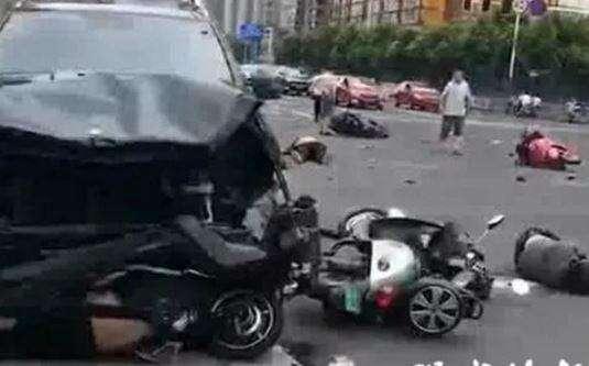 (视频)3死10伤!常州惨烈车祸肇事奔驰女乘客大哭:我们撞了好多人