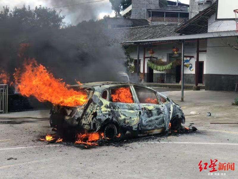 巴中一老人刺死儿子,还放火烧了他的汽车,警方通报案情
