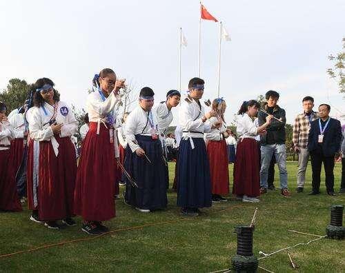 太过瘾!穿汉服、磨豆腐、包饺子……汉语桥选手在三度湖山尽享中国文化盛宴!
